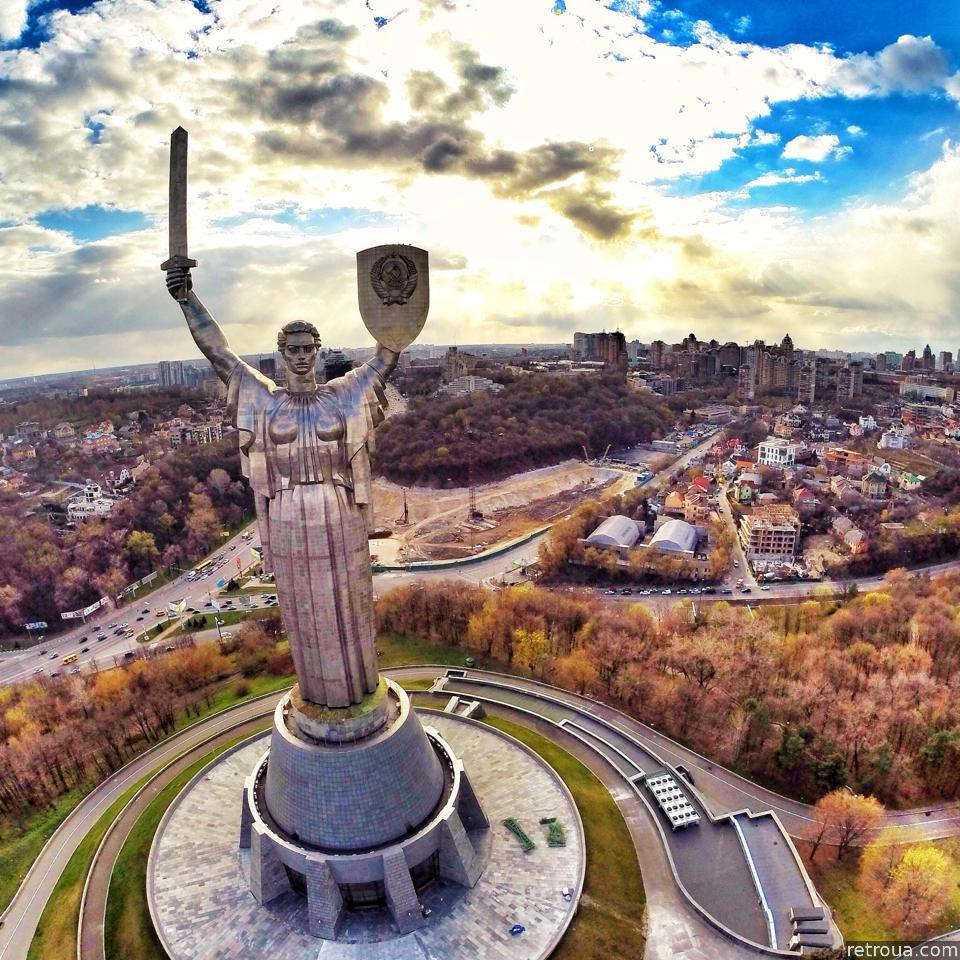 rodina-mat-muzej-velikoj-otechestvennoj-vojny-obzornaya-ploshhadka-vid-s-rodiny-mat-vechnyj-ogon-muz-560cf17142461