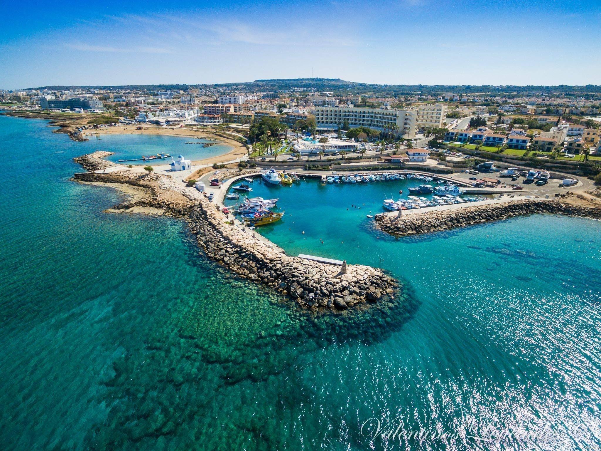 Кипр открывает свои границы